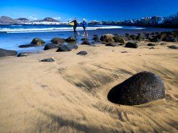 Las Palmas de Gran Canaria playa costa surf rocas 260x195 - Revista Más Viajes