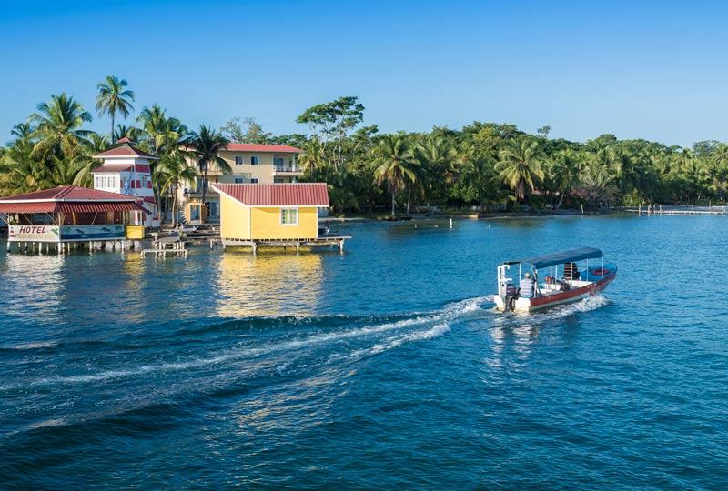 Panama bocas del toro playa mar arena palmeras barca © Göran Höglund Kartläsarn - Los enclaves naturales más impresionantes de Centroamérica