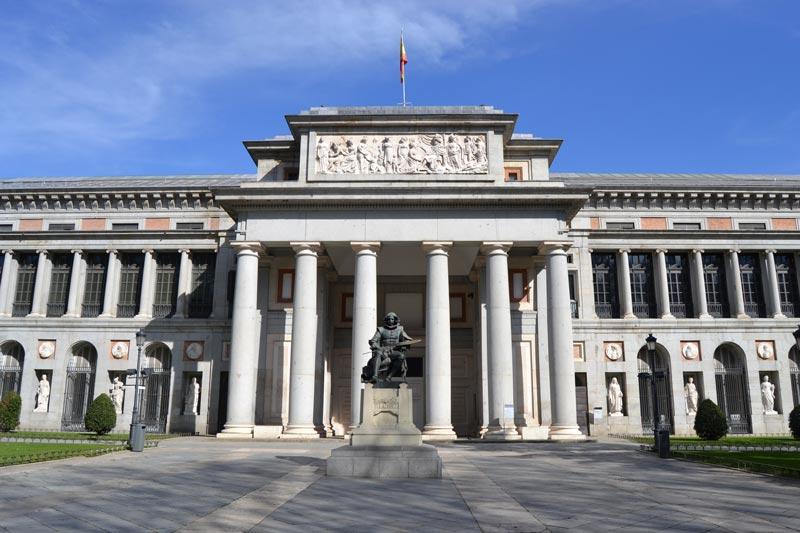 Madrid Museo del Prado exterior crédito Wikimedia Commons - El plan de ayuda al turismo de reuniones madrileño inicia su segunda fase orientada a la reactivación turística