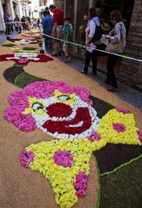 03 SITGES flores 204x300 - Sitges alfombra sus calles con flores