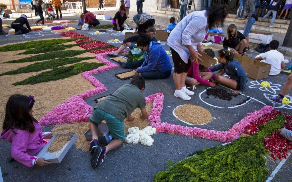 04 SITGES flores 1024x638 - Sitges alfombra sus calles con flores
