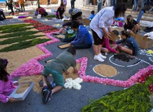 04 SITGES flores 300x220 - Revista Más Viajes