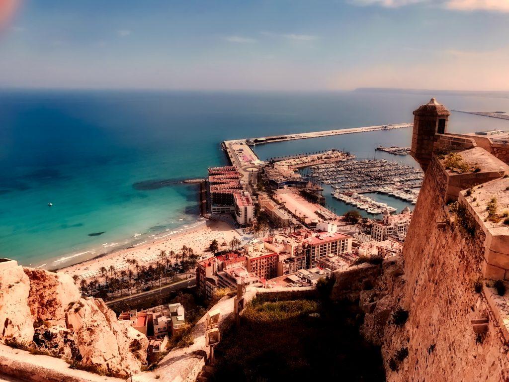 """Alicante Grande Credito Holidu 1024x768 - Las 10 ciudades más """"Bike-Friendly"""" de España"""