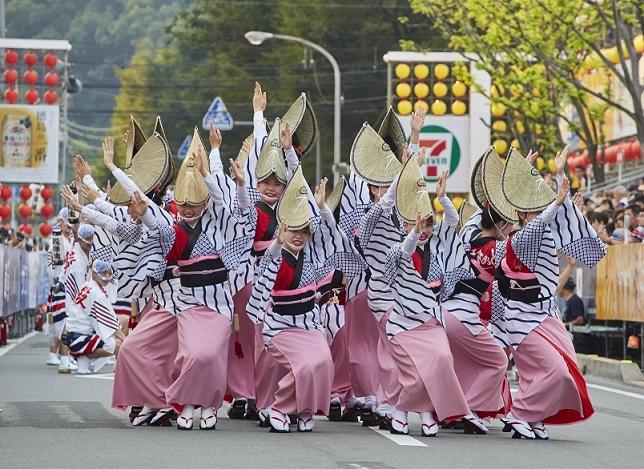 Awa Odori Dance Tokushima Shikoku ©JNTO 3  - Awa Odori, el festival japonés de los 100.000 bailarines