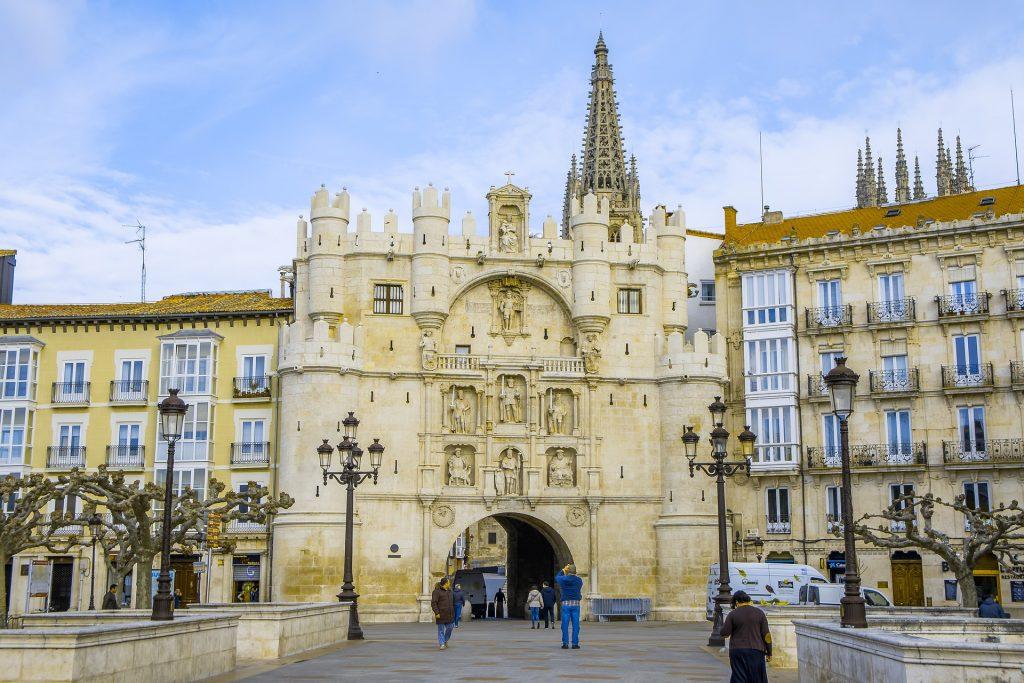 """Burgos crédito Holidu 1024x683 - Las 10 ciudades más """"Bike-Friendly"""" de España"""
