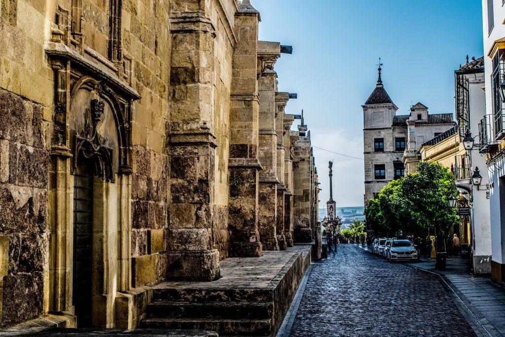 """Córdoba crédito Holidu 1024x683 - Las 10 ciudades más """"Bike-Friendly"""" de España"""