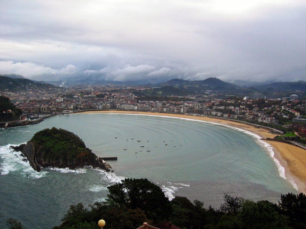 """San Sebastián crédito Holidu 1 1024x768 - Las 10 ciudades más """"Bike-Friendly"""" de España"""