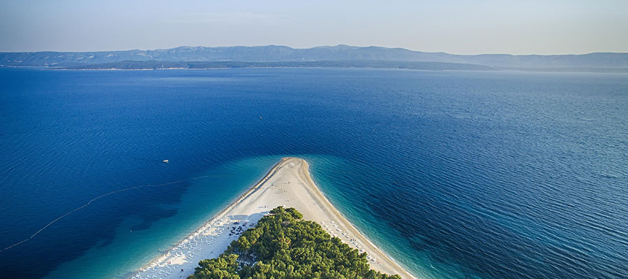Cabo Dorado isla de Brac – Foto Ivo Biocina – Fuente CNTB - Croacia y sus increíbles playas, un recorrido veraniego