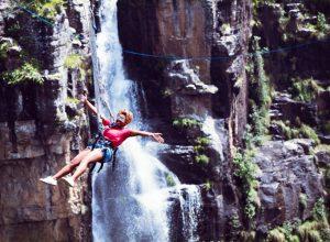 Graskop Swing Turismo de Sudáfrica 2 puenting salto 300x220 - Revista Más Viajes