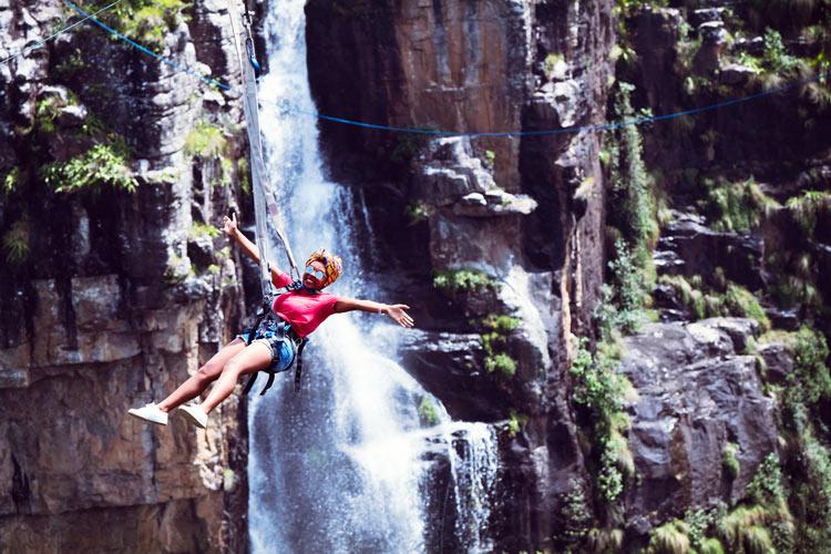 Graskop Swing Turismo de Sudáfrica 2 puenting salto - Haciendo puenting en Bloukrans Bridge Bungy, el salto más alto del mundo