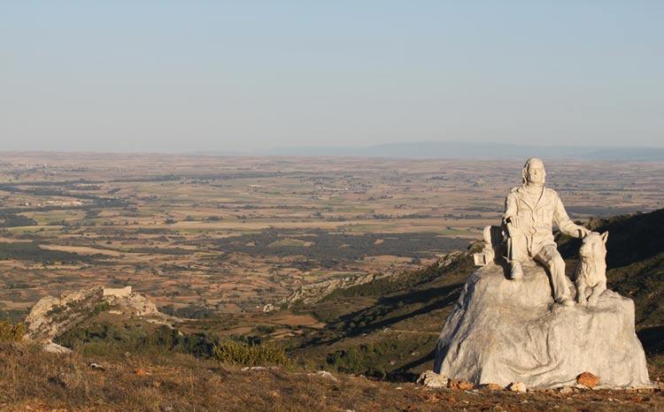 Monumento a Félix y castillo Poza de la Sal Burgos - Balcones y miradores naturales de Burgos