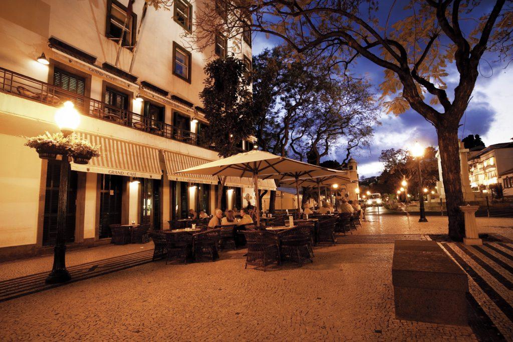 Av Arriaga1©VisitMadeira 1024x683 - Funchal, una ciudad que aúna tradición,  cultura y gastronomía en clave actual