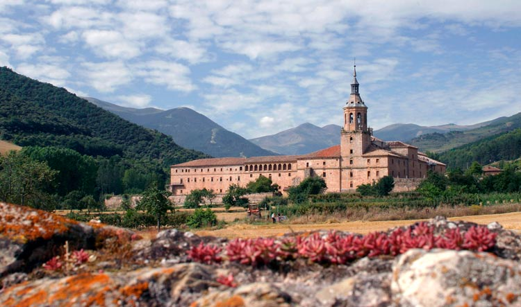 Monasterio de Yuso San Millán de la Cogolla La Rioja Primavera - Monasterios de Yuso y Suso: Patrimonio de la Humanidad de La Rioja