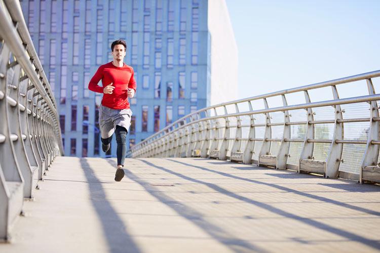 Cambio de Hora ejercicio puente modelo correr running - ¿De verdad nuestra salud se ve afectada por el cambio horario?
