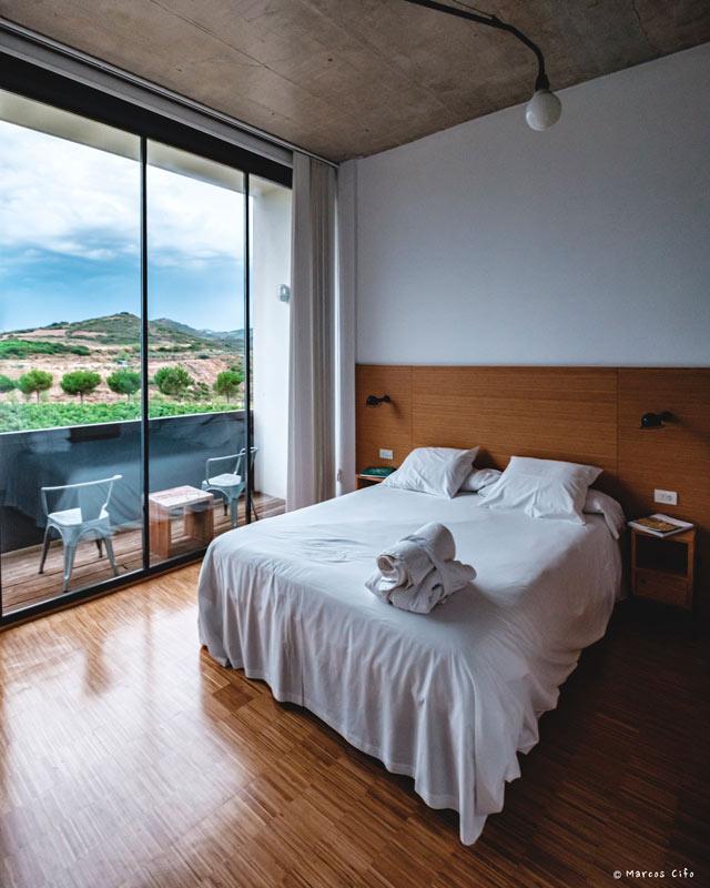 Finca Los Arandinos Entrena La Rioja Hotel Cama Ventana © Marcos Cifo DSF0071 - La Rioja, 'un espectáculo sensorial'