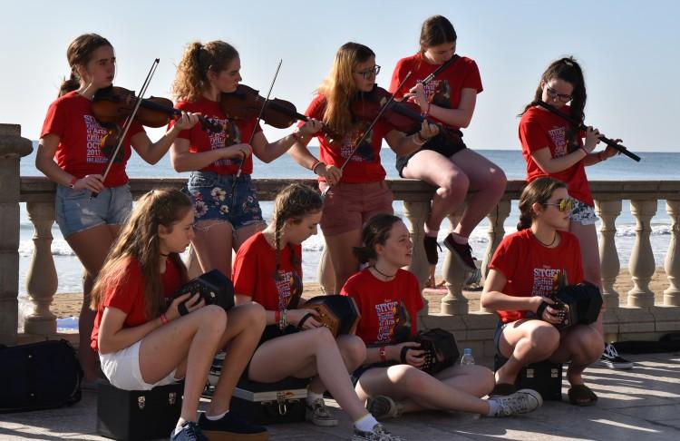 musica-violines-muchachas