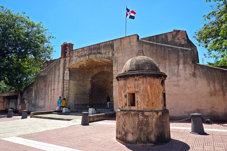 Puerta del Conde Ciudad Colonial Santo Domingo Republica Dominicana © Mariordo - Ciudades Coloniales en Centroamérica que no puedes perderte