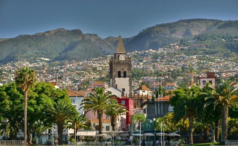 Funchal Povo square madeira - Madeira. Un jardín colgante.