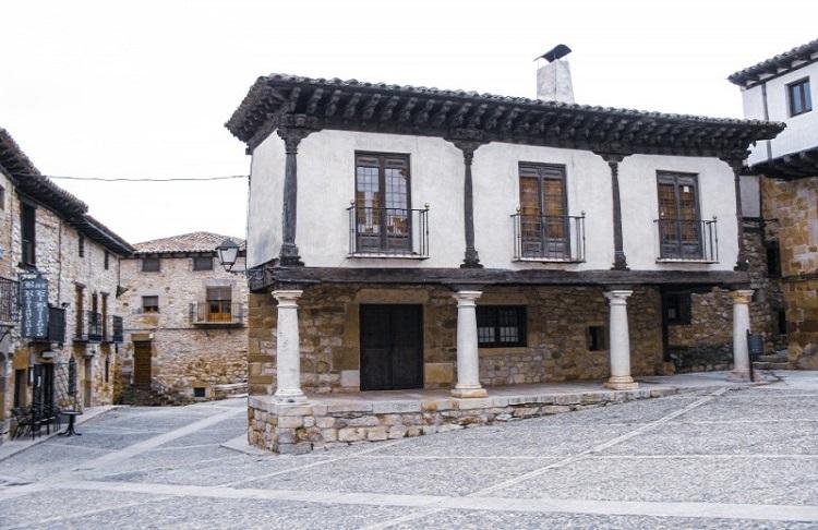 Plaza del MercadoAtienza España - La Ruta del Cid Campeador, huellas de mito y realidad
