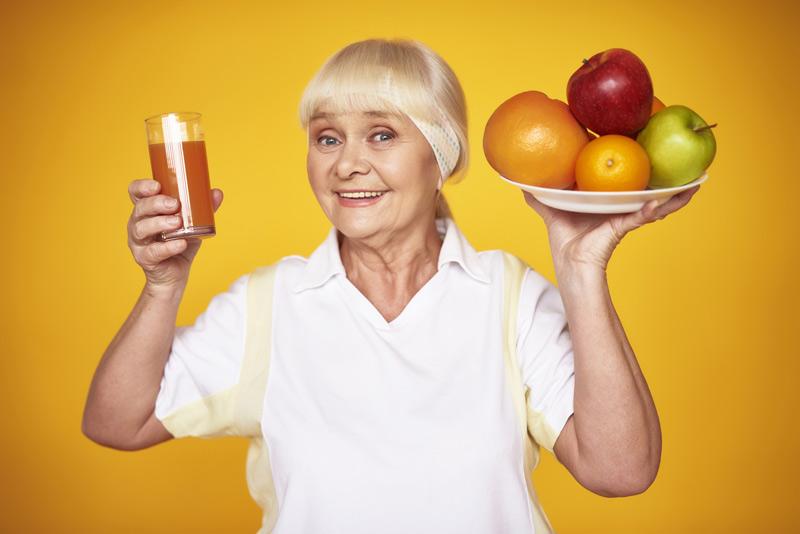 abuela alimentos zumo fruta cliclorama - Cómo reforzar el sistema inmunitario ante resfriados y gripes