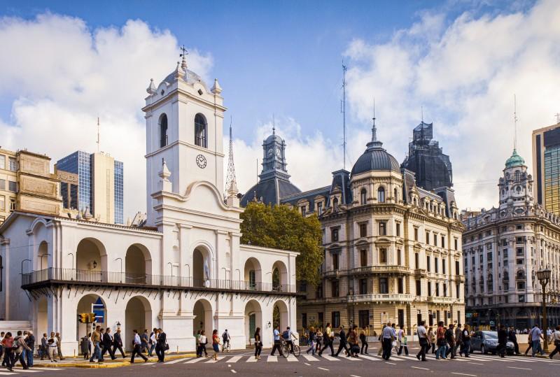 "buenos aires cabildo plaza de mayo - Buenos Aires, la ""París de América"""