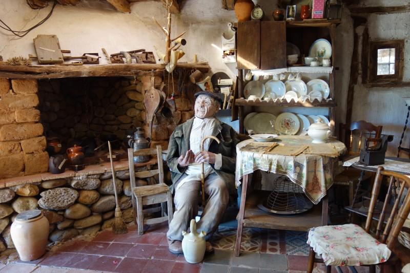 casa estatua artlanza - Planes en familia para una Navidad inolvidable en la provincia de Burgos