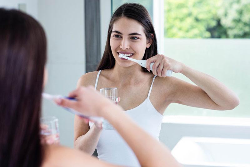 cepillo eléctrico modelo mujer baño modelo aseo - El triunfo de los pequeños electrodomésticos para el cuidado personal