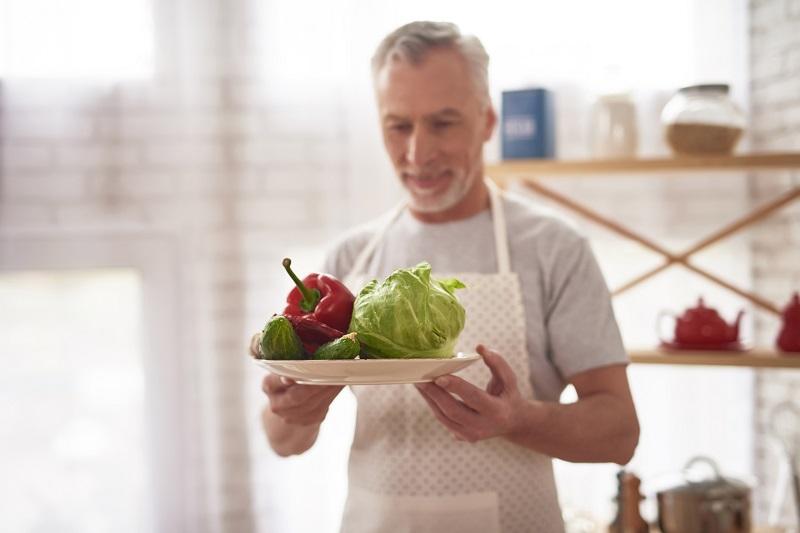 diabete dieta hombre plato col pimiento - El 40% de los diabéticos son mayores de 65 años