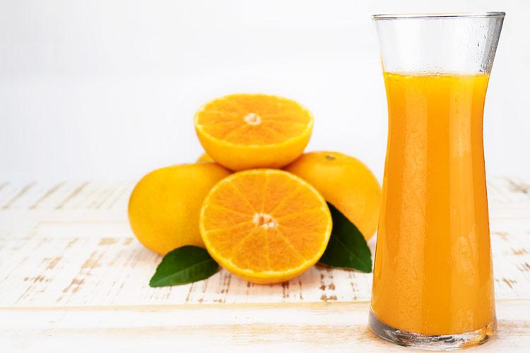 naranja vitamina c zumo bodegon - Cómo reforzar el sistema inmunitario ante resfriados y gripes