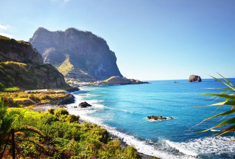 portada madeira porto santo mar paisaje ciudad - Madeira. Un jardín colgante.