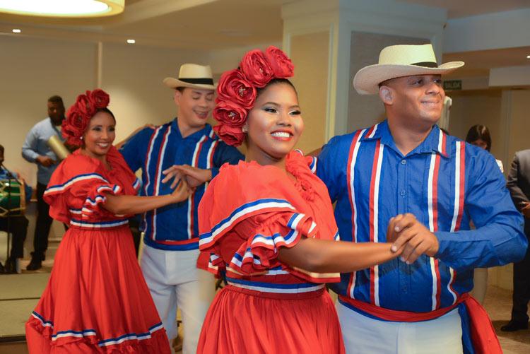 Baile pareja republica dominicana bailarines traje - Rep. Dominicana: una oda a la cultura gastronómica caribeña en España