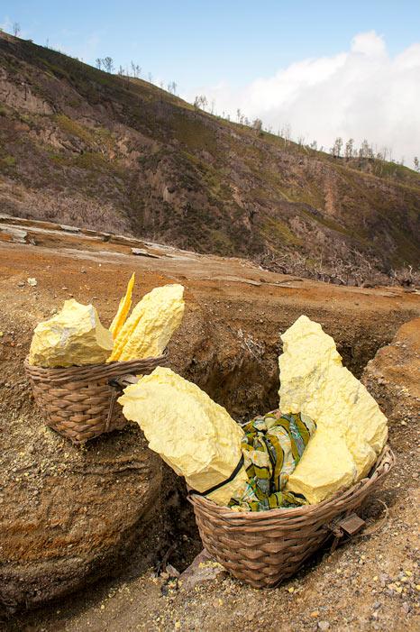 Bajando al infierno minas de sulfuro en el volcán Kawah Ijen en Java © Rafael Bastante 16 - 'Bajando al Infierno',  Las minas de sulfuro en el volcán Kawah Ijen
