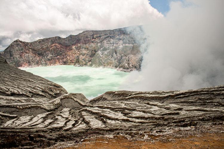 Bajando al infierno minas de sulfuro en el volcán Kawah Ijen en Java © Rafael Bastante 3 - 'Bajando al Infierno',  Las minas de sulfuro en el volcán Kawah Ijen