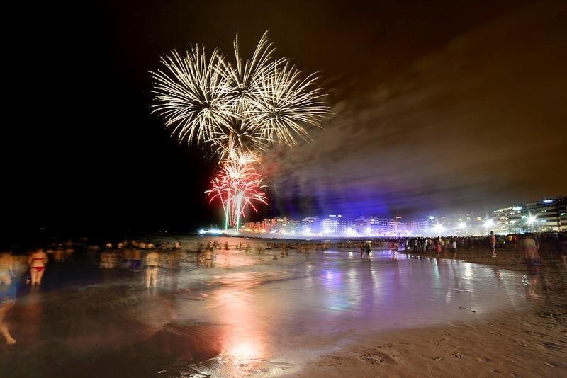 Fuegos artificiales Las Canteras. Foto Tony Hernandez - Navidades en las Palmas de Gran Canaria