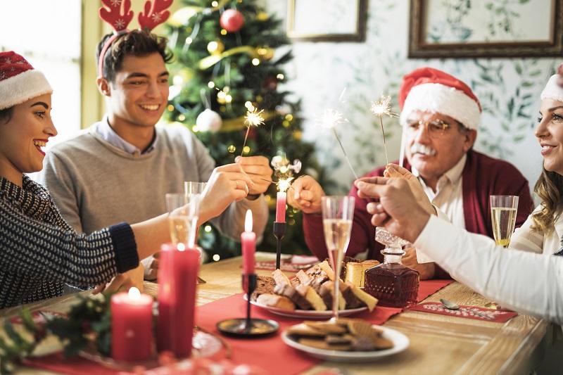 Navidad cena mesa familia - Trucos de cocina para lucirte en Navidad y en cualquier época del año