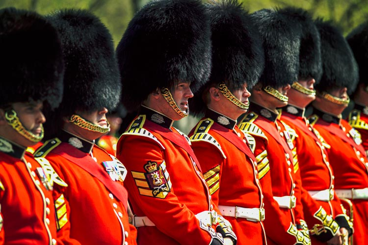 Scots Guards during The Cambio de Guardia en el Buckingham Palace Westminster © Pawel Libera Visit Britain - LONDRES… en un día