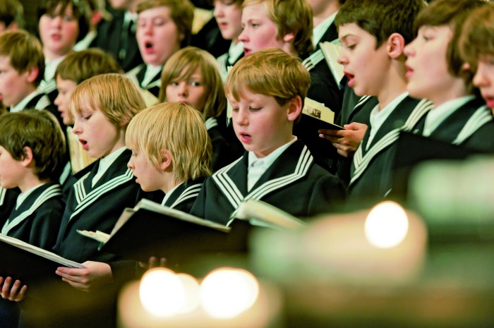St. Thomas Boys Choir in St. Thomas church - Mercados navideños históricos