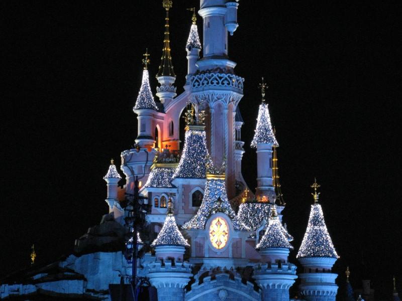 disney castle - Ideas originales y atractivas para dar la bienvenida a 2020 lejos de casa