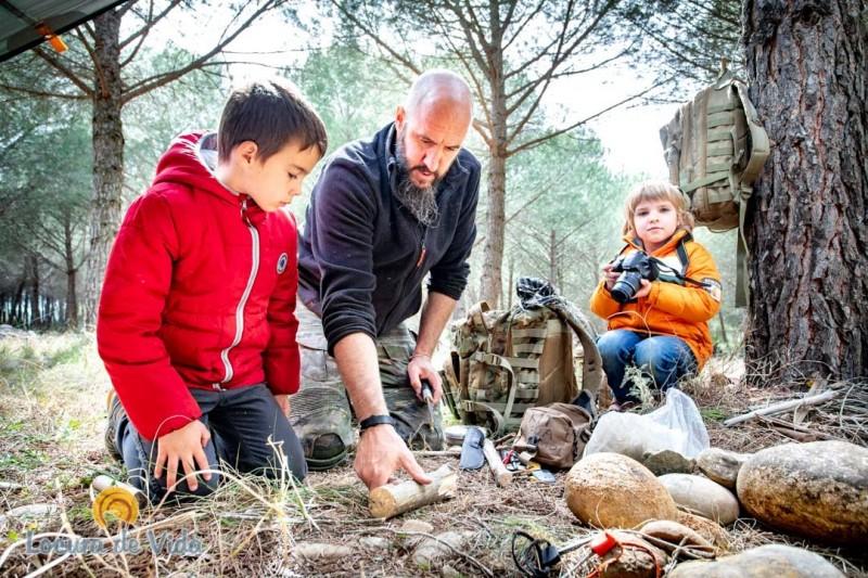 supervivencia bosque niños adultos - Ideas originales y atractivas para dar la bienvenida a 2020 lejos de casa