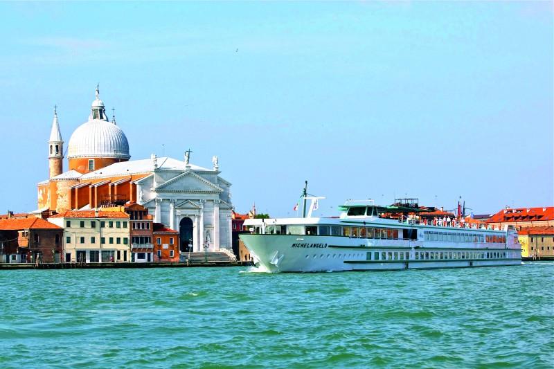 venecia laguna bote laguna - Ideas originales y atractivas para dar la bienvenida a 2020 lejos de casa