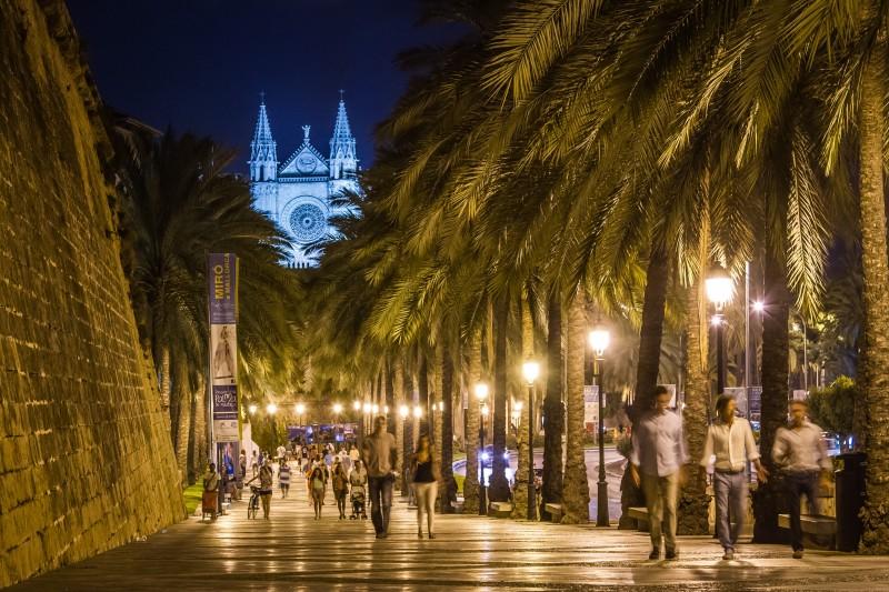 Lonja y Catedral Palma Leonardo Serrat 1 - Una escapada romántica y urbana a la capital balear