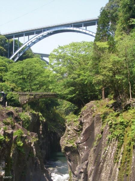 Takachiho rio puente - Miyazaki, un destino con aura para 2020