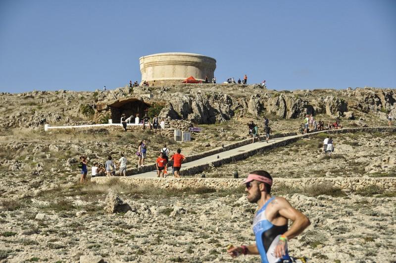 carrera maraton corredores MENORCA Artiem Half - 16 Grandes citas para una escapada a Menorca en 2020