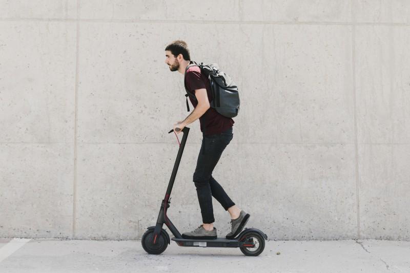 hombre Patinetes eléctricos - Patinetes eléctricos: el transporte de moda en 2020