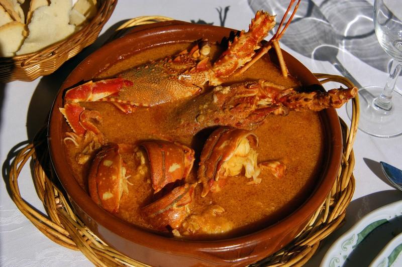 mariscada marisco comida plato gourmet cena - 16 Grandes citas para una escapada a Menorca en 2020