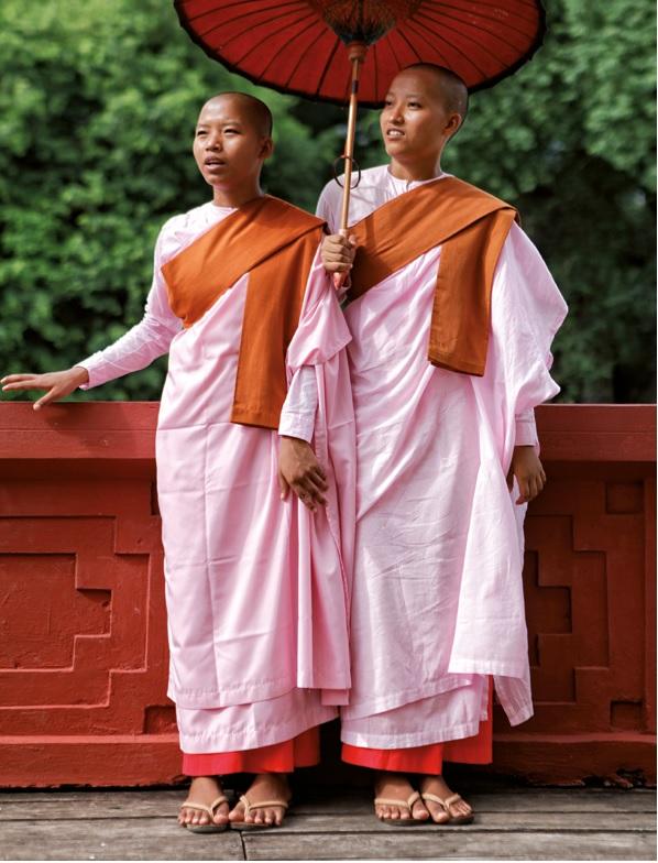monjes sombrilla myanmar - Myanmar; el tesoro étnico