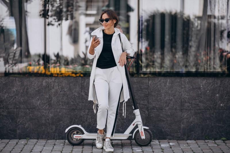 mujer Patinetes eléctricos - Patinetes eléctricos: el transporte de moda en 2020