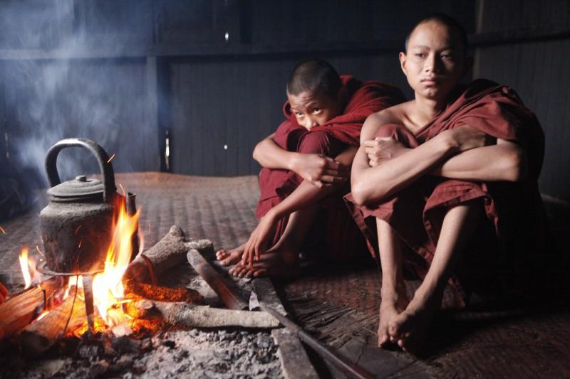 myanmar monjes fuego te - Myanmar; el tesoro étnico