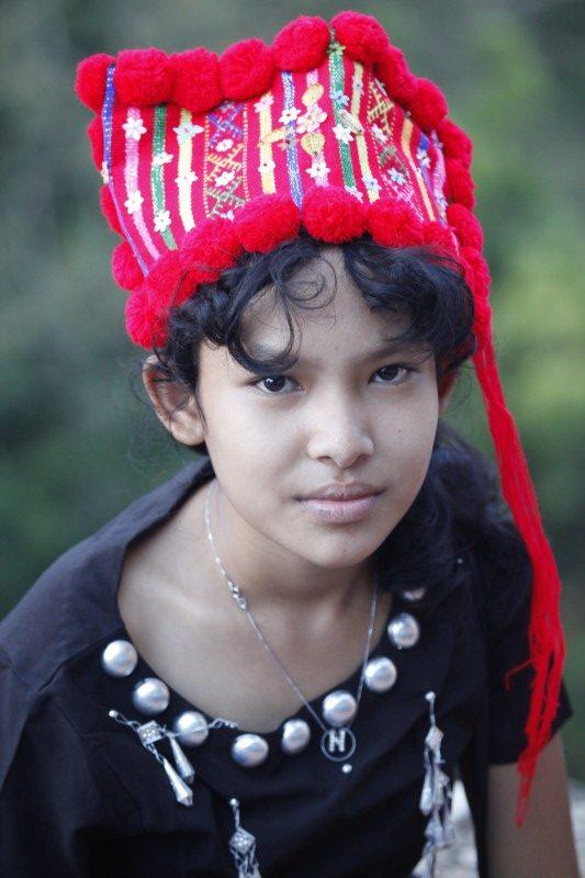 niña myanmar gorro tradicional e1579537446794 - Myanmar; el tesoro étnico