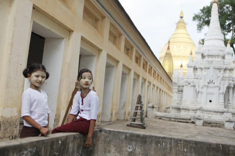 niños myanmar templo - Myanmar; el tesoro étnico
